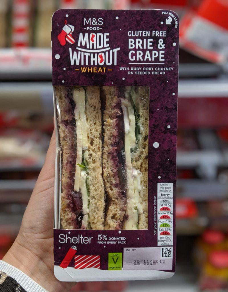 Glutenfreie Weihnachtssandwichmarken und Spencer Brie und Traube