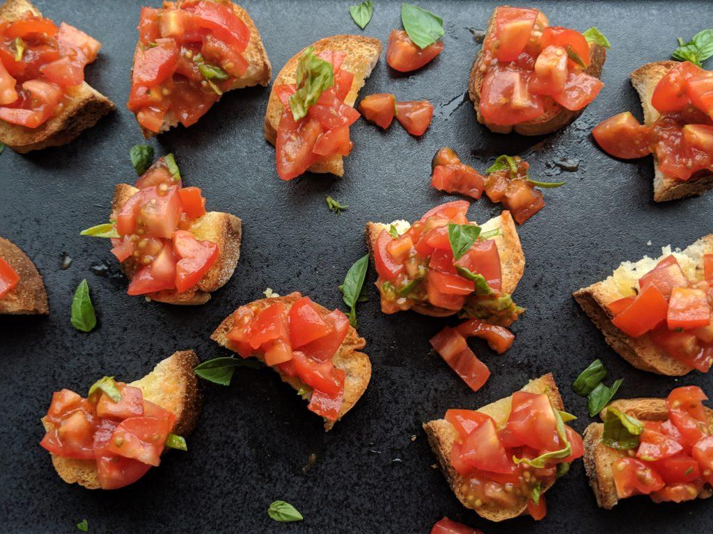 tomato and basil bruschetta bites