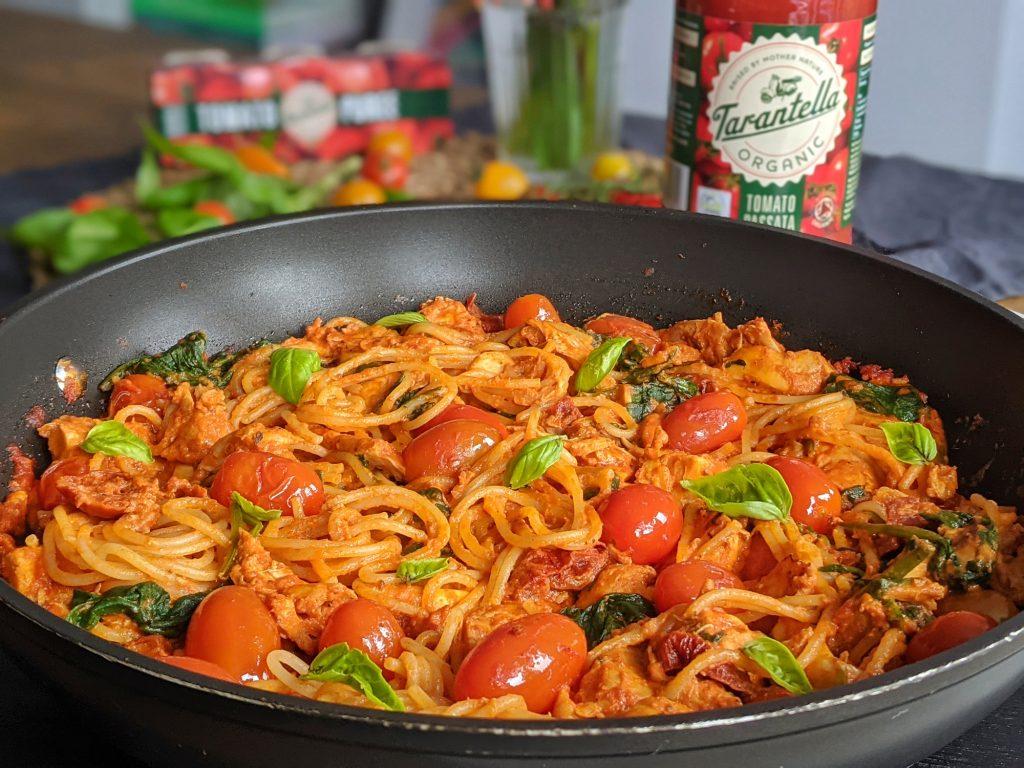 creamy tomato and chicken pasta